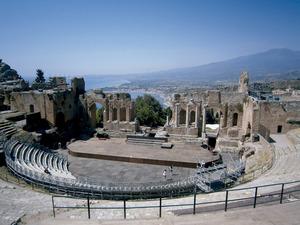 El teatre grec de Taormina, Sicília, poble natal de l´historiador Timeu de Taormina, de qui Diodor recollí la informació referida a les Pitiüses. Foto: Felip Cirer Costa.