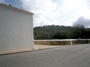 El puig d´en Tonió en una vista des de la rectoria de Sant Mateu. Foto: Felip Cirer Costa.