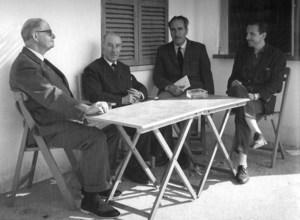 El catedràtic Antoni Tormo García (primer per la dreta), amb Marià Villangómez, Gerardo Diego i Manuel Sorà. Foto: Josep Maria Subirà.