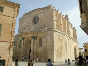 """La catedral de Ciutadella, seu del bisbat del mkateix nom, regit pel prelat eivissenc Joan Torres Ribes """"Batlet"""" entre 1902 i 1939."""