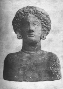 Bust de fang cuit trobat el 1896 a la necròpolis de ses Torres. Foto: extret de<em> Los nombres e importancia arqueológica de las islas Pythiusas</em>.
