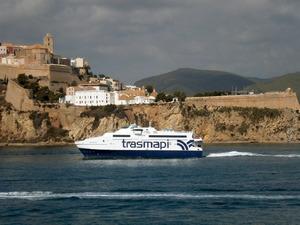El <em>Castaví Jet</em> de la companyia naviliera Trasmapi. Foto: Felip Cirer Costa.