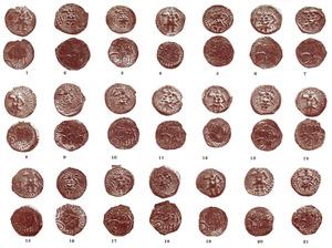 Tresorets de monedes. Monedes que formaven part del tresoret de Xarraca, que contenia unes 400 peces. Les de la imatge són totes de coure. Foto: extret de <em>Los nombres e importancia arqueológica de las Islas Pythiusas</em>.