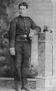 """L´empresari i sindicalista Miquel Tur Torres –Gabrielet– en una fotografia de devers 1884, mentre complia el servei militar. Foto: arxiu de la família """"Gabrielet""""."""