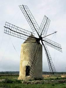 El molí Vell de la Mola, de començament del s. XVIII i coetani amb el repoblament de Formentera. Foto: Joan Josep Serra Rodríguez.