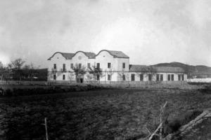 Exterior de la Fàbrica Ventosa, indústria de gèneres de punt inaugurada el 1925. Foto: cortesia de l´Arxiu Històric Municipal d´Eivissa.