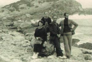 Esteban Vicente Pérez a Portinatx, amb la seua dona i un altre matrimoni. Cortesia del Museu d´Art Contemporani Esteban Vicente de Segòvia.
