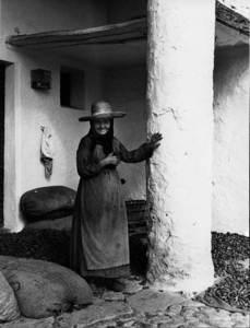 Na Marieta de can Cala, Sant Vicent de sa Cala, en una fotografia de 1971 d´Antoni Vidal Miquel. Arxiu Vïdal.