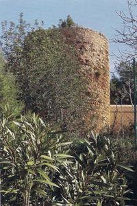 La torre de Can Vidal, de defensa predial, a la vénda des Novells i es Trull d´en Vic, del poble de Santa Eulària des Riu. Foto: cortesia de la <em>Gran Enciclopèdia Catalana</em>.