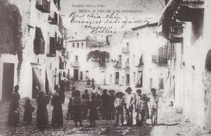 La plaça de Vila de final del s. XIX, quan encara duia el nom de plaça de les Ferreries. Foto: extret d´<em>Eivissa Antiga</em>.