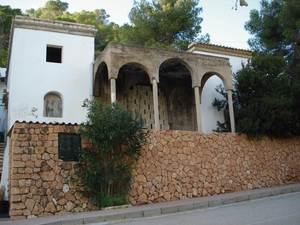 La casa de Raoul Marie Alexander Villain, que mai no es va acabar, a la cala de Sant Vicent. Foto: EEiF.
