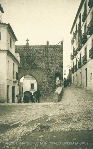 Marià Villangómez Llobet. La casa natal, a la dreta des Piló. Foto: Arxiu d´imatge i so municipal d´Eivissa.