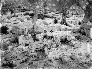 Antonio Vives y Escudero (segon per l´esquerra) en les excavacions que va realitzar a la necròpolis del Puig des Molins. Foto: arxiu del Museu Arqueològic d´Eivissa i Formentera.