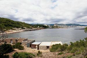 Una imatge de la Xanga, cala situada al SO de la platja d´en Bossa. Foto: Antoni Ferrer Abárzuza.