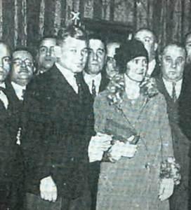 El pintor Albert Ziegler i la seua esposa a l´exposició del Círculo de Bellas Artes de Madrid el 1928.