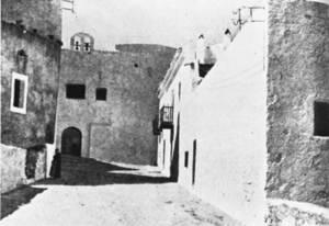 L´administrador de les mares monges tenia al seu càrrec llurs béns. Foto de la primitiva església de Sant Cristòfol, de les monges agustines. Extret de <em>Las murallas de Ibiza</em> / Eduardo Posadas.