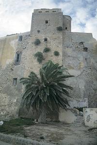 L´alcaid era el governador de la ciutat en època musulmana. Vista de la torre de l´homenatge del Castell. Foto: Ernes Prats Garcia.