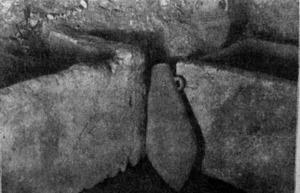 Arqueologia. Interior d´un hipogeu del puig des Molins. Extret d´<em>Antig&uuml;edades ebusitanas</em>.