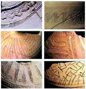 Època bizantina. Detalls de decoracions incises sobre ceràmiques de fabricació eivissenca. Procedeixen de l'edifici A de les pallisses de Cala d'Hort, excepte la inferior de l'esquerra, que procedeix de can Bossa. En sobresurten motius com els meandres, les ziga-zagues, les fulles de palma, els cercles, els puntillats i les bandes polilineals. Entre c. el 550 i el 650 dC. Foto: Joan Ramon Torres.