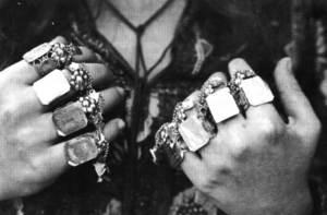 Conjunt de vint-i-quatre anells de borronat. Foto: Lena Mateu Prats.