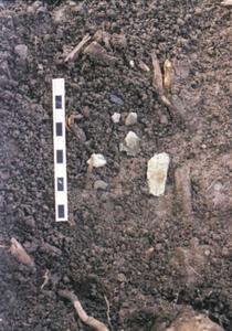 Edat del bronze. Escòries de metall <em>in situ</em>, trobades a l´estança 5c del cap de Barbaria II. Són el testimoni més antic de metal·lúrgia a les Pitiüses. Foto: Benjamí Costa Ribas.