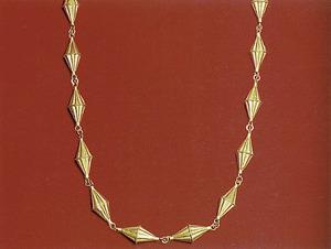 Detall d´un collaret; cada una de les peces bicòniques de què està format s´anomena gra de blat. Foto: Toni Pomar.