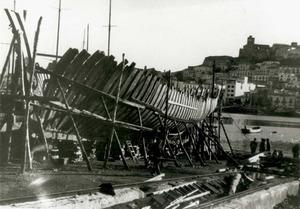 Construcció naval. Un vaixell enramat, és a dir, amb les quadernes al seu lloc. Foto: arxiu Raymar.