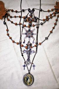 Emprendada de coral i plata. El coral ha estat molt utilitzat en la joieria tradicional pitiüsa.
