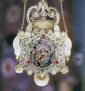 Un exemple de corona de la joieria tradicional pitiüsa. Foto: Lena Mateu Prats.