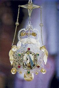 Un altre exemple de corona de la joieria tradicional pitiüsa. Foto: Lena Mateu Prats.