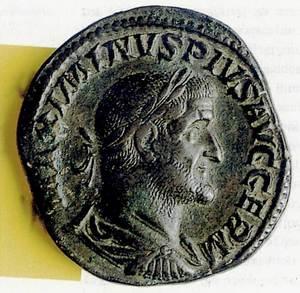 Crisi del segle III. Sesterci de Maximí, procedent del tresoret de can Benet de Dalt. Foto: A. Chastel / MAEF.
