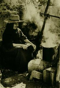 La cuina es feia servir especialment a l´hivern; els dies bons era freqüent cuinar a l´exterior, a l´anomenada cuina de fora. Foto: Josep Buil Mayral.