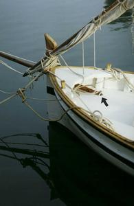 La fletxa indica la part del botaló d´una embarcació que s´anomena culata. Foto: Antoni Ferrer Abárzuza.