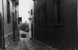 El carrer Major de Dalt Vila, amb el típic empedrat. Foto: Felip Cirer Costa.