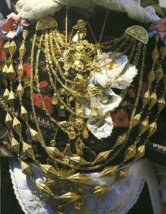 Emprendada d´or, un dels conjunts més espectaculars de la joieria tradicional. Foto: extret de <em>La joyería ibicenca</em>.