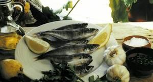 Escabetx. El gerret &eacute;s un dels peixos de les Piti&uuml;ses m&eacute;s emprats per escabetxar. Aquest adob t&eacute; com a base el vinagre. Foto: cortesia del <em>Diario de Ibiza</em>.