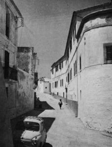 El seminari diocesà, abans col·legi dels jesuïtes, creat a començament del s. XIX, ha estat un centre docent fins a l´acabament del s. XX. Foto: extret de<em> La triple murada de l´Eivissa àrab</em>.