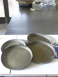 La flaonera és una llauna emprada per fornejar els flaons. Foto: Felip Cirer Costa.