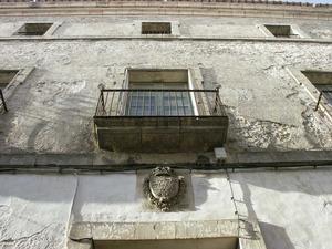 Edifici de la Reial Hisenda, construït pel Fons de millores. Foto: Josep Cardona Riera.