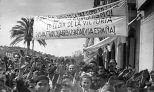Franquisme. Celebració del dia de la victòria al passeig de Vara de Rey. Voramar Foto / Arxiu Històric Municipal d´Eivissa.