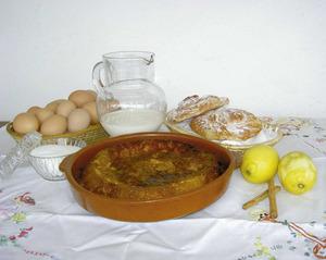 La greixonera és un pastís típic de les Pitiüses. A la foto es poden apreciar els seus ingredients principals. Foto: Chus Adamuz.