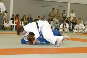 Una instantània d´un combat de judo de categoria femenina. Foto Pins.