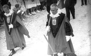 Els macers de l´Ajuntament d´Eivissa encapçalant una processó l´any 1948. Voramar Foto / Arxiu Històric Municipal d´Eivissa.