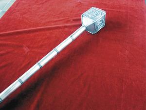 El macer és el funcionari encarregat de portar la maça. Les de l´Ajuntament d´Eivissa deuen ser de 1788. Foto: EEiF.