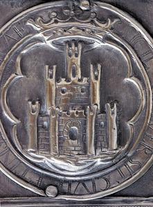 """Les maces de l´Ajuntament d´Eivissa porten la inscripció """"segell de la Universitat de la ciutat i de l´illa d´Eivissa"""". Foto: EEiF."""