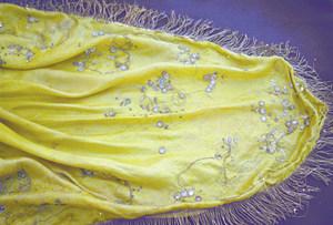"""Un exemplar de mantó provinent de l´antiga col·lecció etnològica de """"la Caixa"""". Foto: Lena Mateu Prats."""