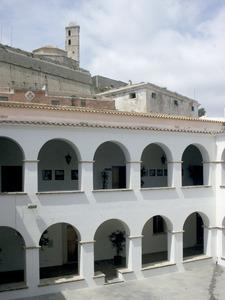 Monestir: el claustre de l´antic convent dels dominics d´Eivissa. Foto: Chus Adamuz.