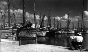 Motovelers atracats al port d´Eivissa.