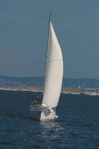 Un creuer navegant del través. Foto: Vicent Marí.