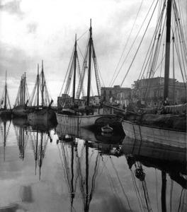 Diversos pailebots amarrats al port d´Eivissa. Foto: Santa María del Villar (extret d´<em>Eivissa-Ibiza, l´illa d´un temps</em>).